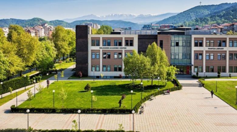 Американският университет не иска 25-метрови блокове до общежитията си