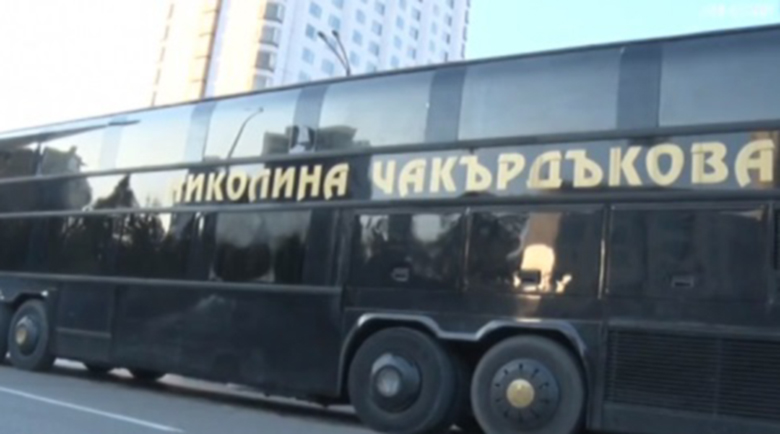 Николина Чакърдъкова си купи автобус за 1 млн. лв.