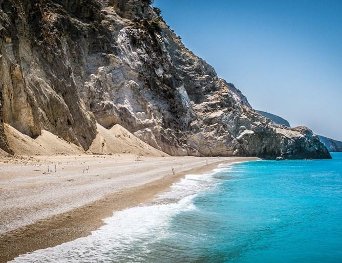 """""""Гръцките Малдиви"""" се продават на търг при силен интерес"""