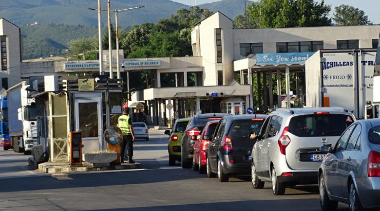 """Строг контрол на границата с Гърция заради коронавируса, опашки от коли на """"Кулата"""""""