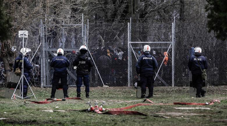Гърция предотврати опит на 4000 мигранти да влязат в страната