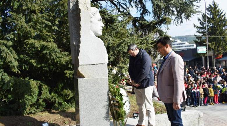 И Сандански сведе глава пред Апостола Васил Левски