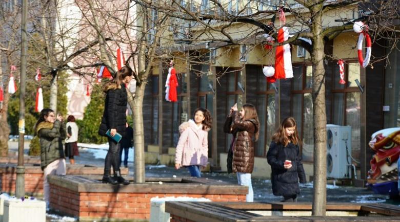 Украсиха в мартенска премяна центъра на Симитли, искат прошка от кмета