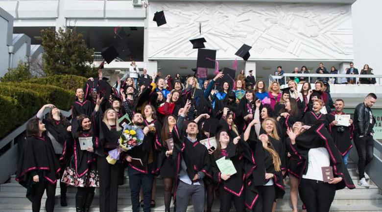 """130 филолози се дипломираха в аулата на ЮЗУ """"Неофит Рилски"""""""