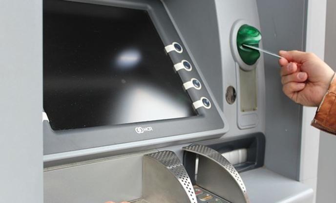 Кюстендилци теглят пари от дезинфекцирани банкомати