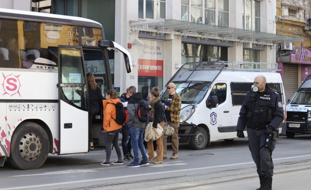 Част от британските туристи си тръгнаха от Банско с три автобуса