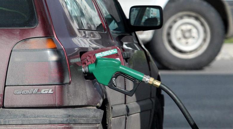 С 20-30 ст. на литър поевтиняване на горивата очакват икономисти