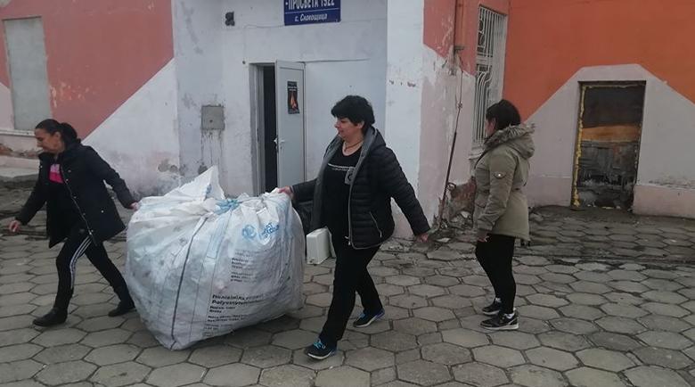 """В Слокощица с кампания """"сливи за смет"""", за да си купят фолклорни носии"""