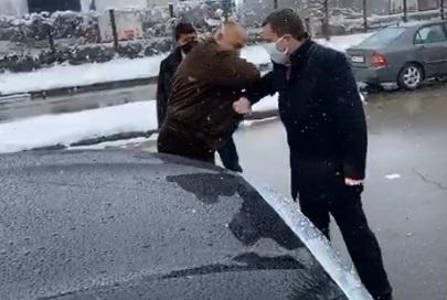 Борисов пусна кранчето на софийската вода за перничани, напръска кмета