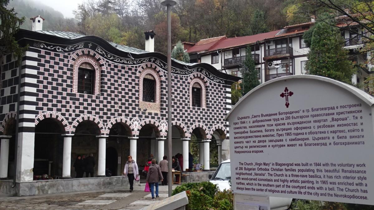 Храмовете в Югозапада отказват мерки срещу коронавируса
