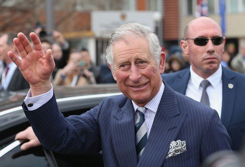 Принц Чарлз е оздравял! Има опасения за здравето на кралицата