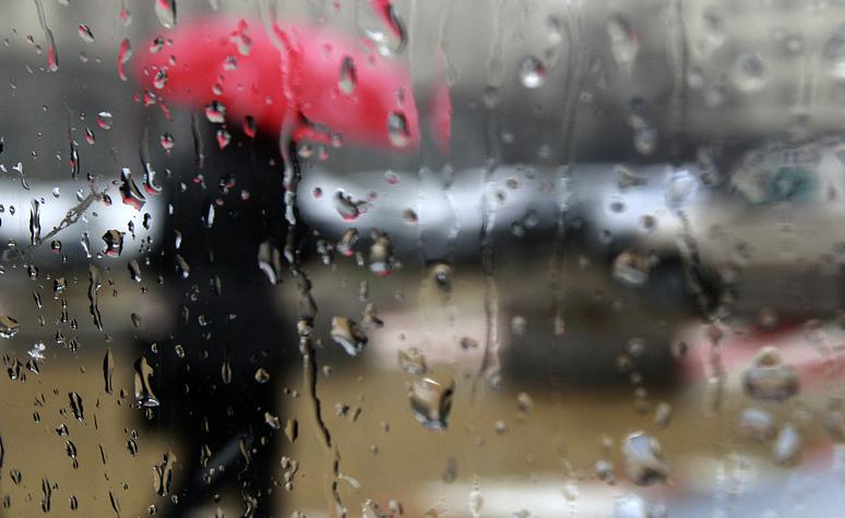 Облачна и дъждовна ще е неделята