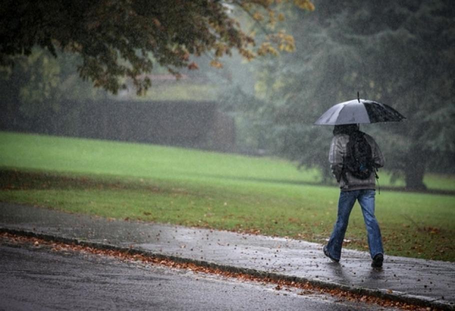 Валежи от дъжд и сняг в цялата страна днес