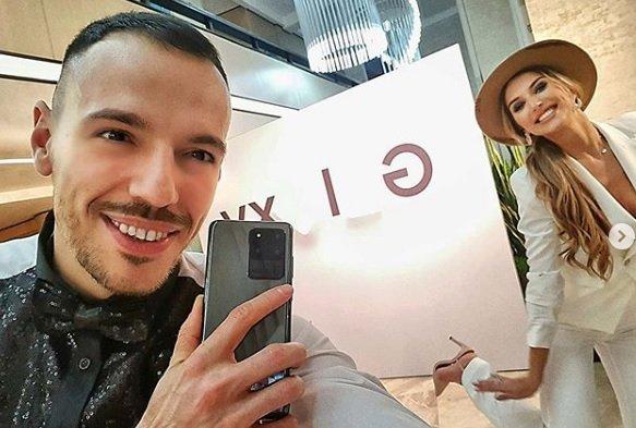 Лудия репортер Даниел Петканов с нови зъби и коса