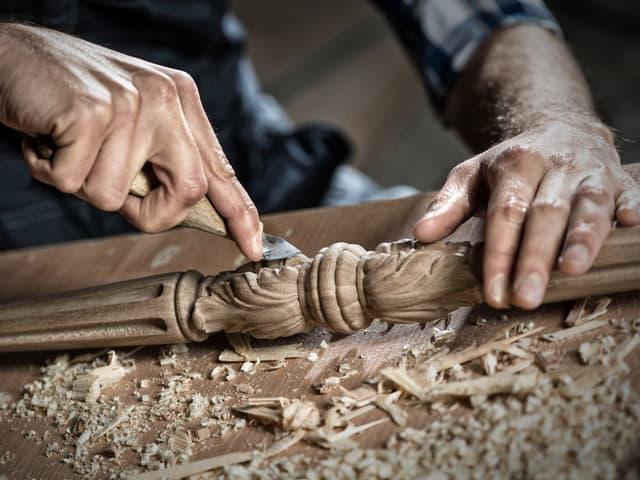 Дърводелци в Банско искат да отворят цеховете си
