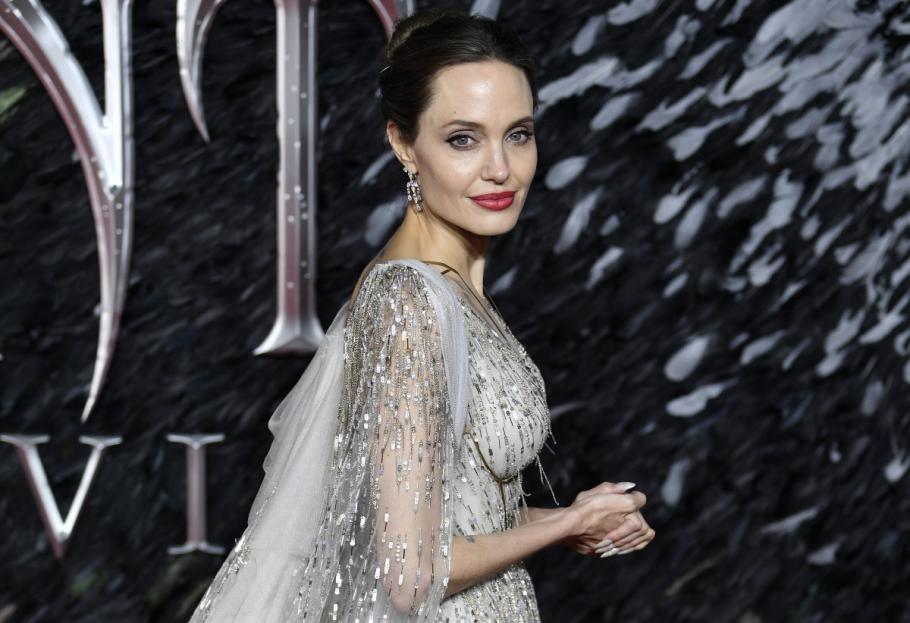 Анджелина Джоли дари $1 милион на гладни деца