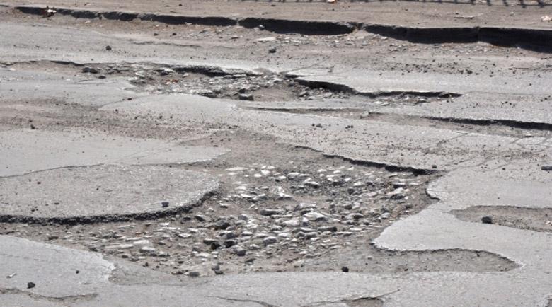 Софиянец разби колата си заради калпав ремонт на пътя
