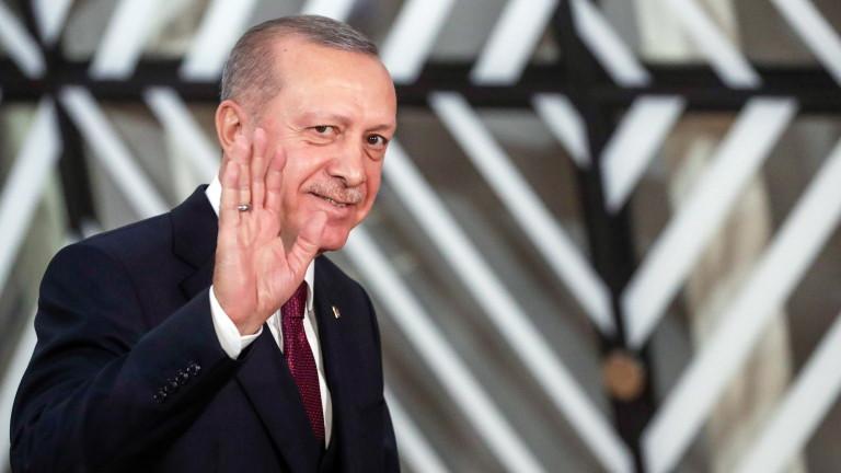 Охранител с термокамера пази Ердоган от коронавируса