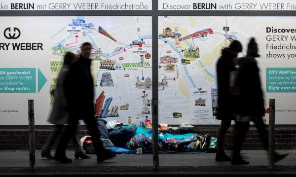 Бездомните българи в Германия – чистят VW-ни, строят жилища