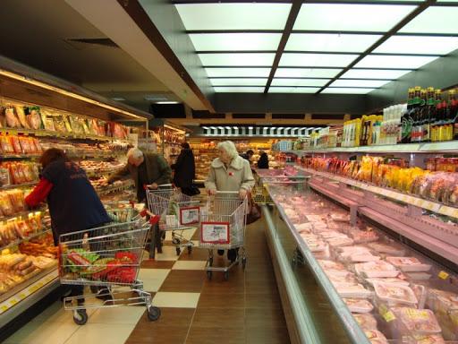 Местните хипермаркети с превантивни мерки срещу заразата