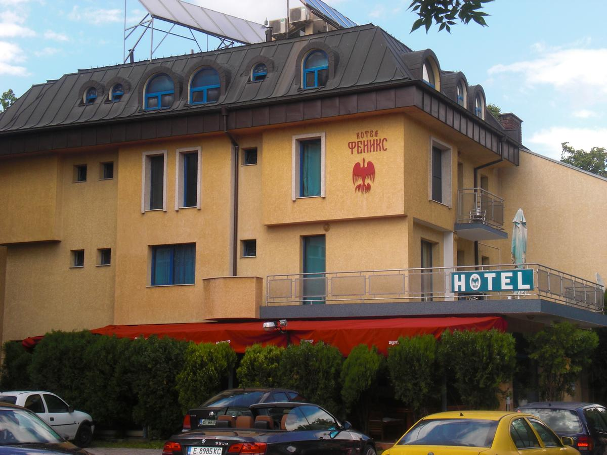 """Собственикът на """"Феникс"""" Стоян Иванов вдига още 2 етажа от хотела"""