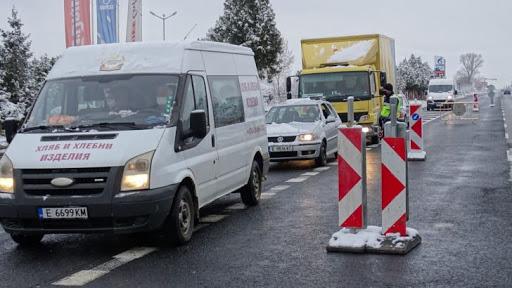 Колона от автомобили задръсти изхода на Благоевград при Антените