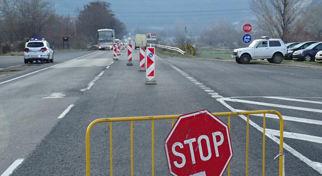 Облекчава се преминаването през КПП-тата в областните центрове