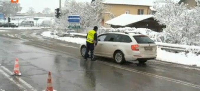 На КПП-то при Драгичево е спокойно, проверяват само колите без пернишка регистрация