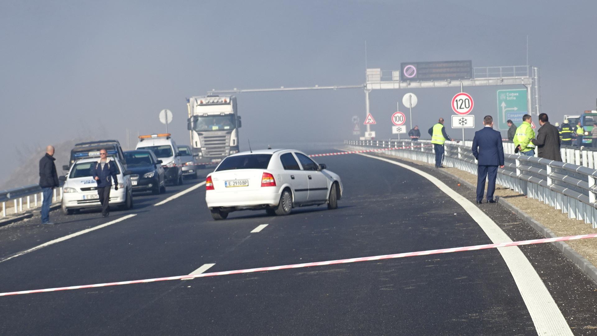 """Катастрофа на магистрала """"Струма"""", движението е в едната лента"""
