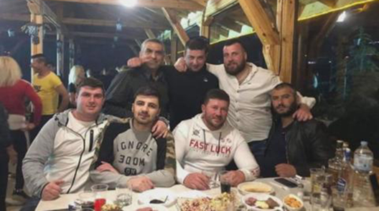 Кметът на Скобелево на купон въпреки забраната за заведения