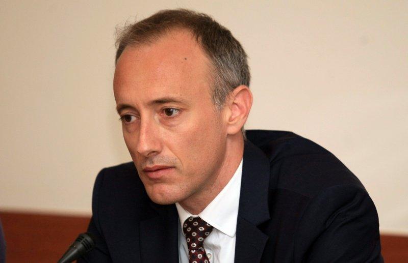 Министър Вълчев: Удължаваме учебната година до юли?!