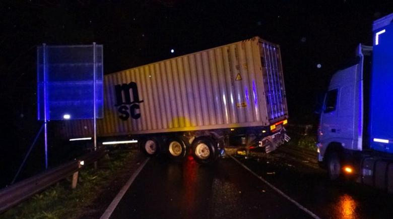 Тежка катастрофа в Креснеското дефиле, трафикът e в едната лента