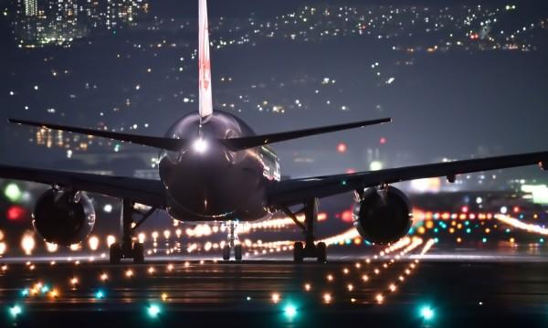 150 българи кацнаха на бургаското летище от Лондон, 200 поеха към Острова