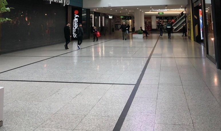 Българка в Манчестър: Военните са навсякъде, народът се млати по магазините