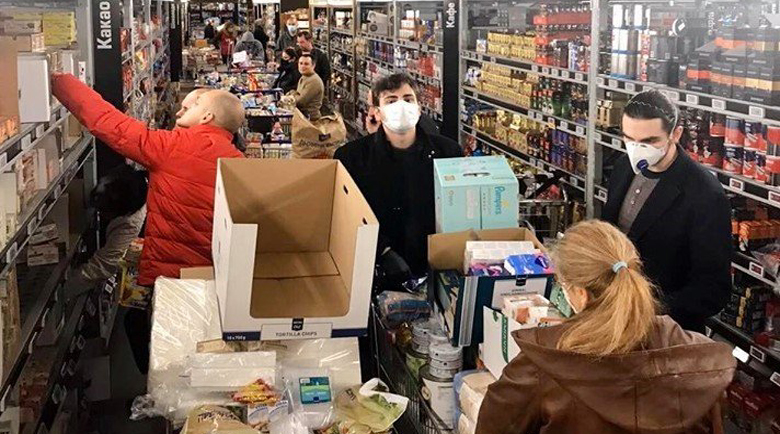 Паника! Софиянци похарчиха 2 милиона лева тази нощ в магазините