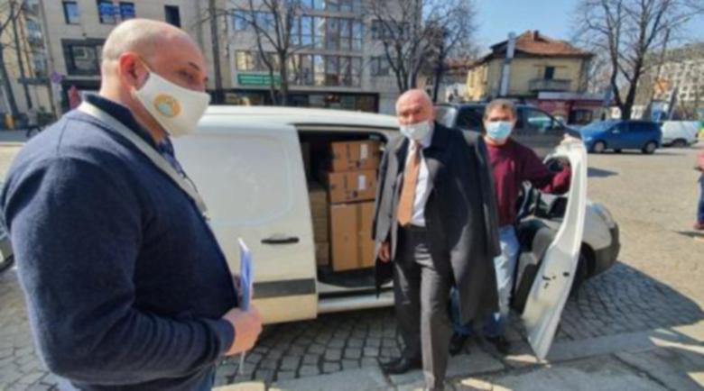 """Марешки дари маски и лекарства на """"Пирогов"""""""