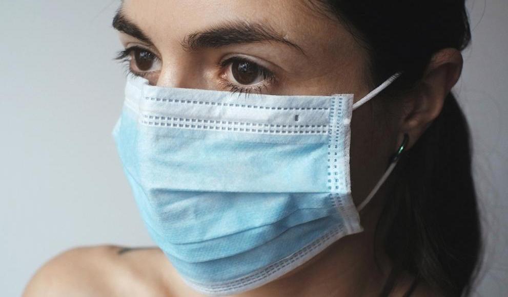 Учители от Гоце Делчев шият безвъзмездно предпазни маски