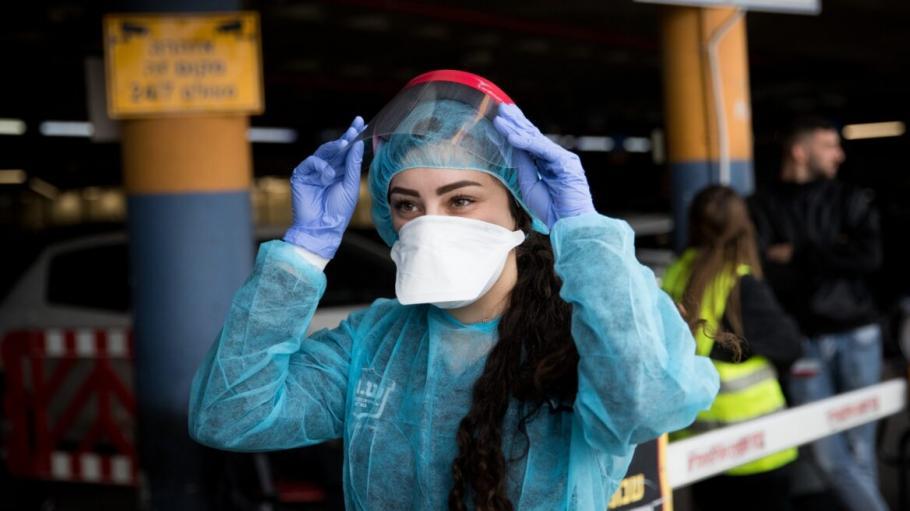 Солунски лекар създаде многократна хирургическа маска по нанотехнология