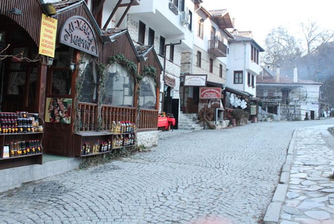 Мият улиците в Мелник и селата край Сандански