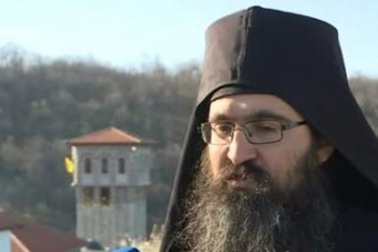 """Скандал! Архимандрит нарече игумените на 6 манастира в Югозапада """"тъпи, безбожни и безочливи"""""""
