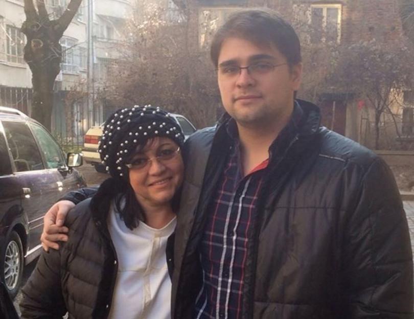 Синът на Корнелия Нинова със забрана да се връща в България