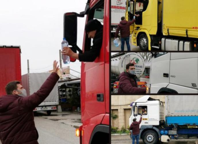 Евродепутатът Андрей Новаков раздаде вода на шофьори на ГКПП-Кулата