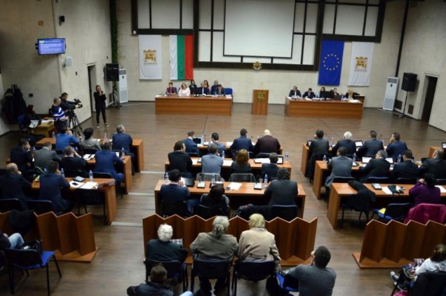 """Декларациите: Благоевградските съветници с общо 18 """"Мерцедес""""-а и БМВ-та"""