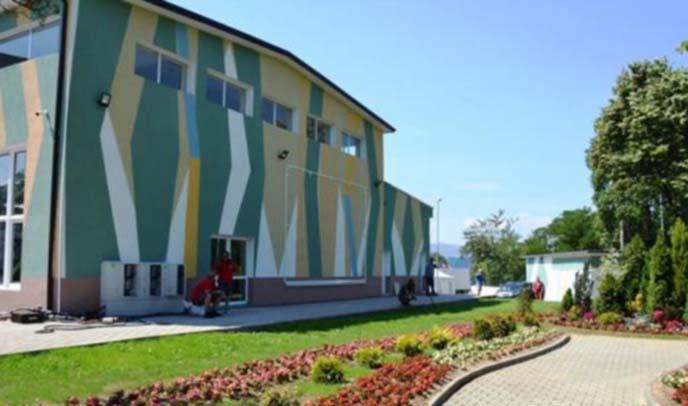 Сграда в парка става полева болница при бум на COVID-19