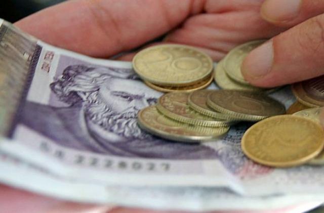 258 000 пенсионери с повече пари от април