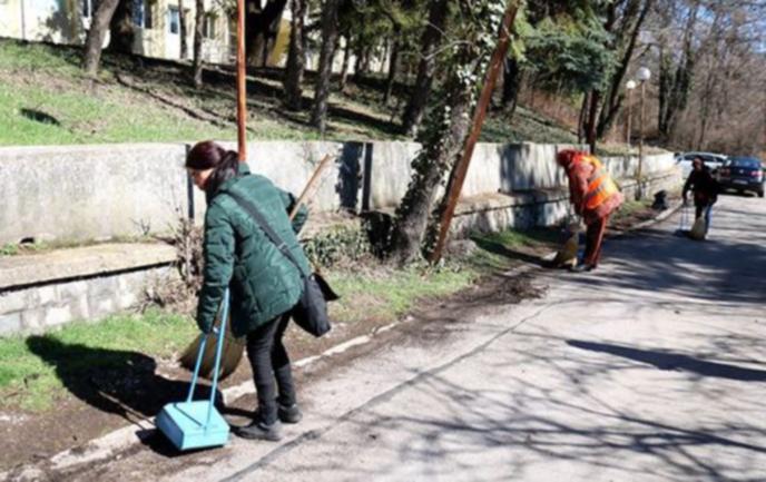 В Перник тече предпролетно почистване
