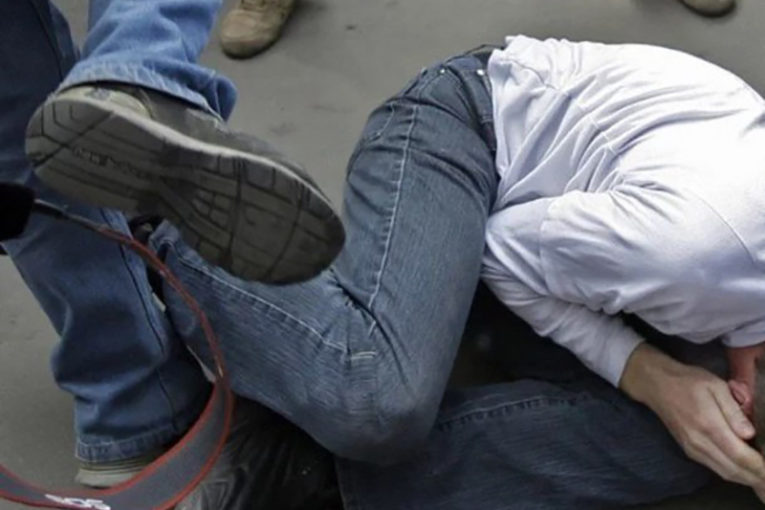 Пребиха ученик в Кюстендил, счупиха му челюстта
