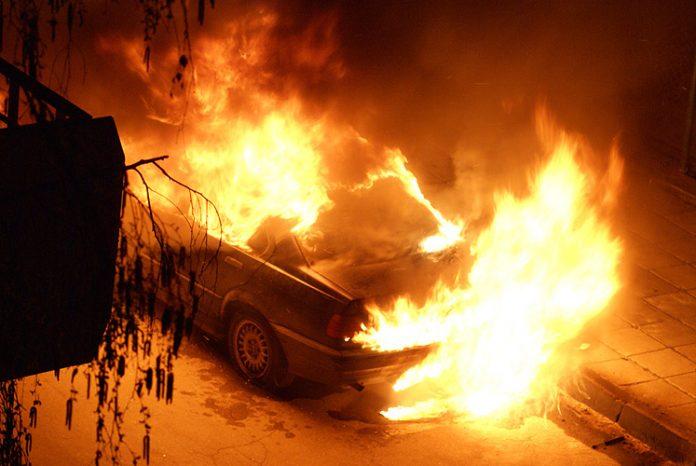 Лек автомобил е горял в Перник