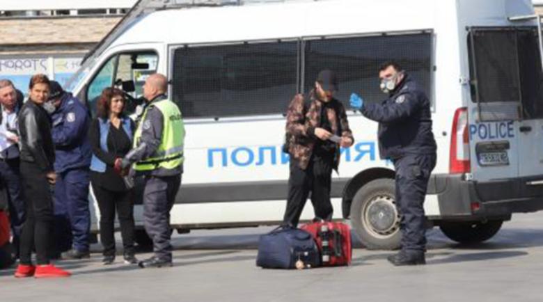 Над 7000 са под карантина у нас, има и полицаи