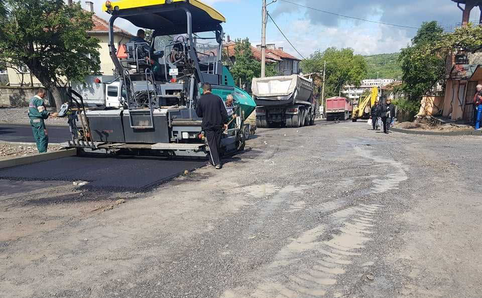 Ремонтират изцяло десет улици в Дупница